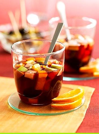 【自家製サングリア】赤ワイン・フルーツ・スパイスで作る!お店にも負けない簡単レシピ!