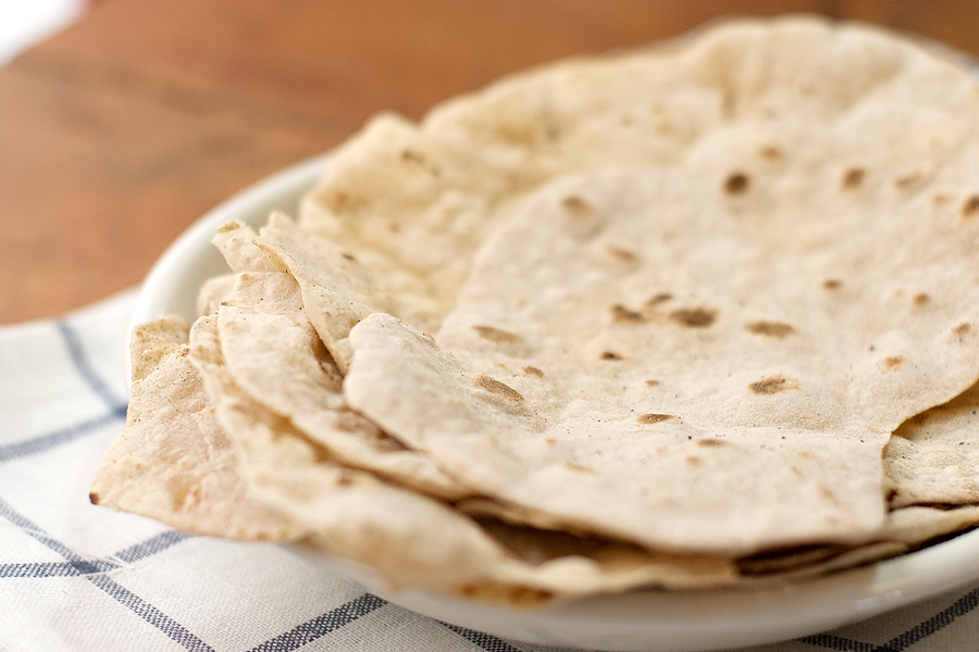 【レシピ】カレーのお供に是非!インドのアタ粉で作るチャパティの作り方!